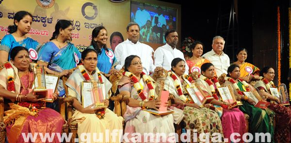 Bang Kitturu Rani award_May 26_2014-005