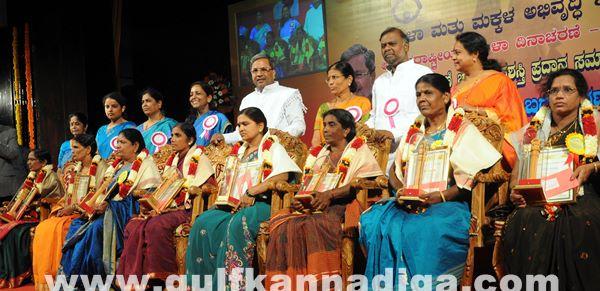 Bang Kitturu Rani award_May 26_2014-007