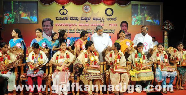 Bang Kitturu Rani award_May 26_2014-008