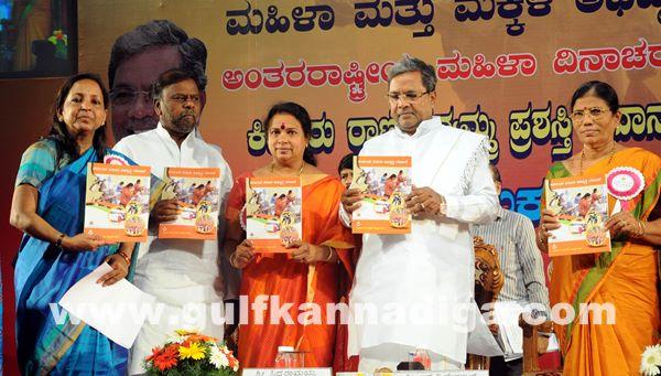 Bang Kitturu Rani award_May 26_2014-010