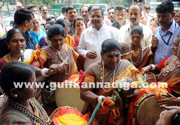 Bang Kitturu Rani award_May 26_2014-011