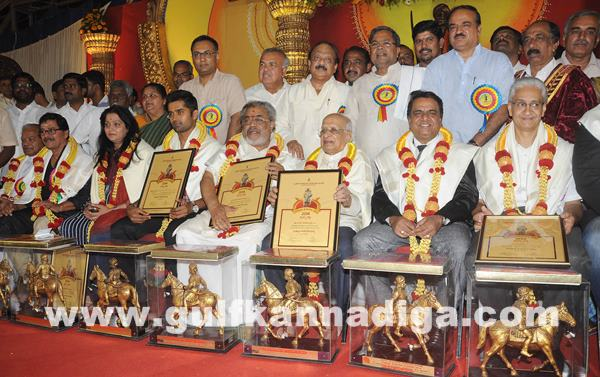 CM presents Kempegowda awards_June 27_2014_002