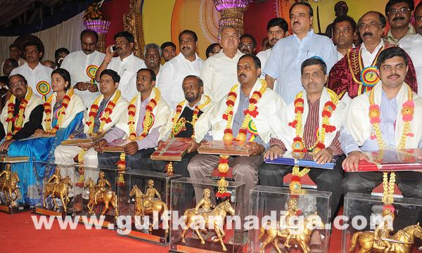 CM presents Kempegowda awards_June 27_2014_007