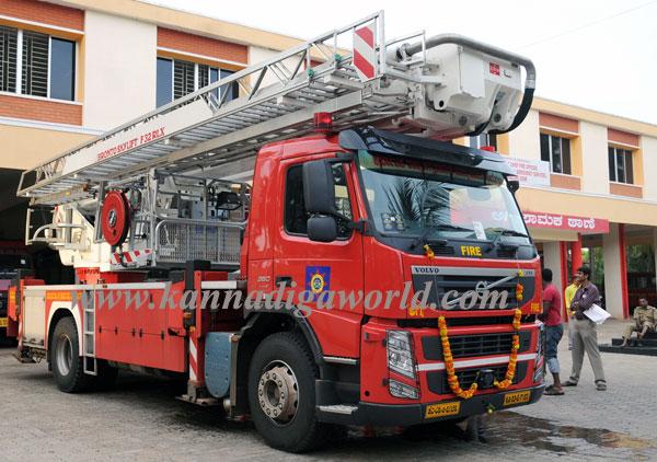 Fire_serves_vehicle_1