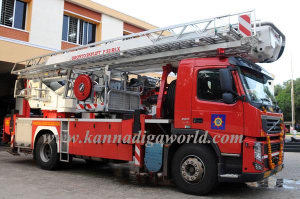 Fire_serves_vehicle_2