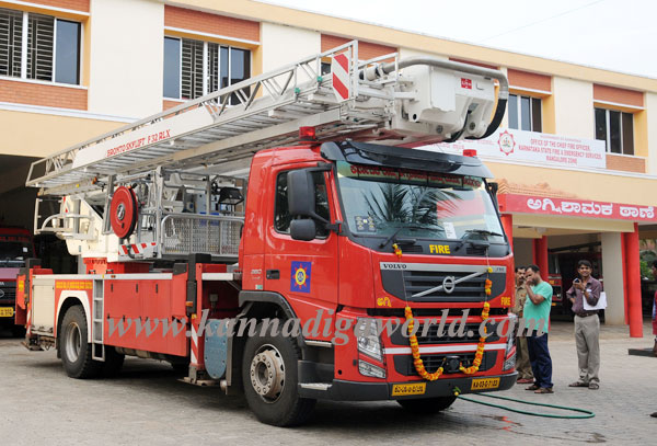 Fire_serves_vehicle_3