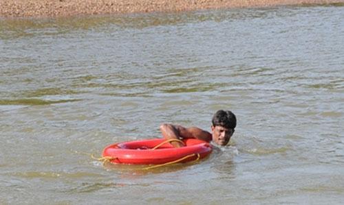 Man_drown_search_1