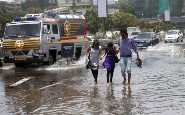 Mumbai havy rain _June 12_2014_004