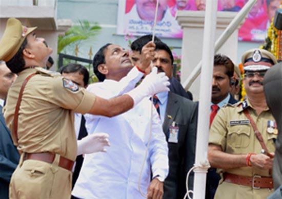 Telangana CM K Chandersheker Rao hoisting flag