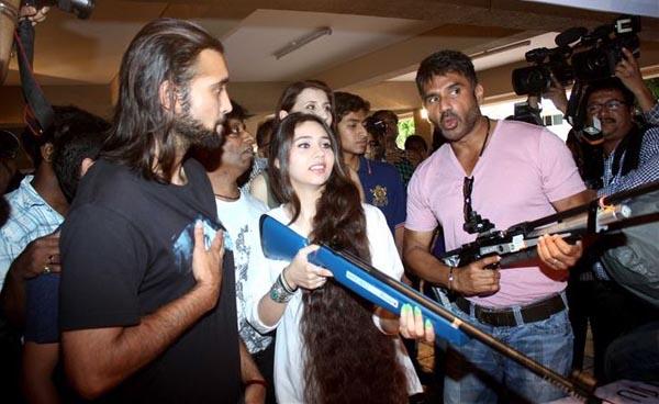 Akhil Kapoor Sasha Agha Khan and Suniel Shetty at event