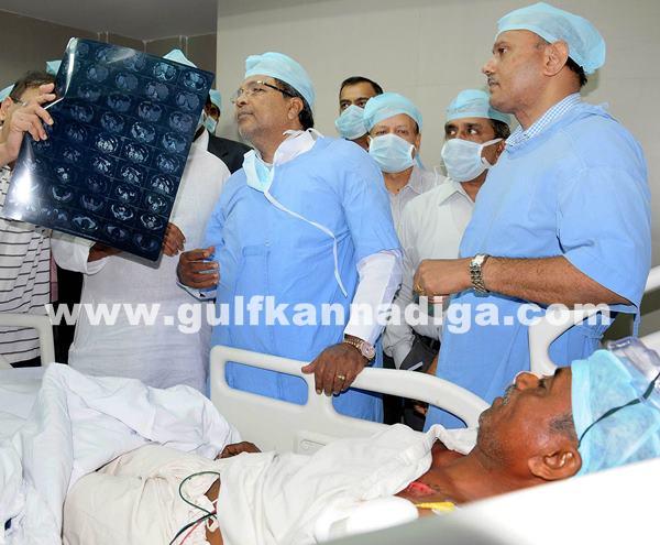 Belgaum CM visits KLE Hospital_July 6_2014_004