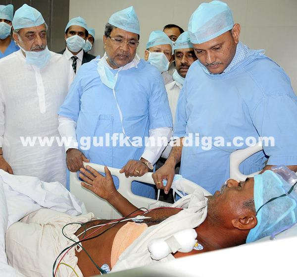 Belgaum CM visits KLE Hospital_July 6_2014_005