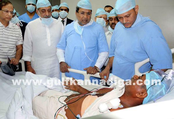 Belgaum CM visits KLE Hospital_July 6_2014_006