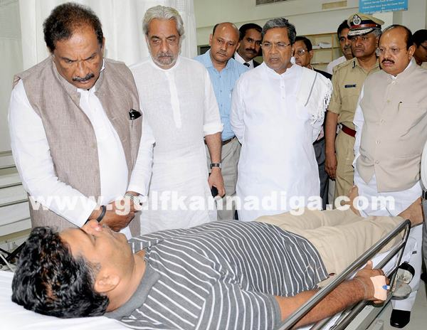 Belgaum CM visits KLE Hospital_July 6_2014_009