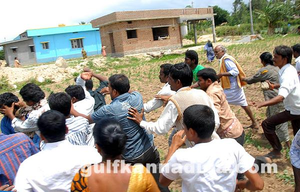 Chikmagalur clash between villagers_July 4_2014_001