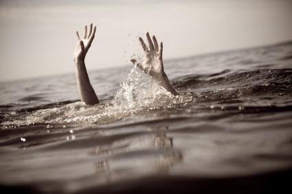 drowning_in_sea