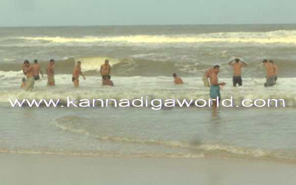 Aati Amavasya: Devotees gather at Shiva temples, take up sea bathing