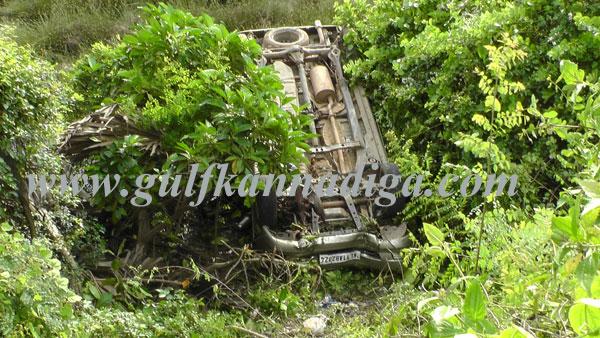 Car falls off road near Netravati bridge, medical students escape with minor injuries