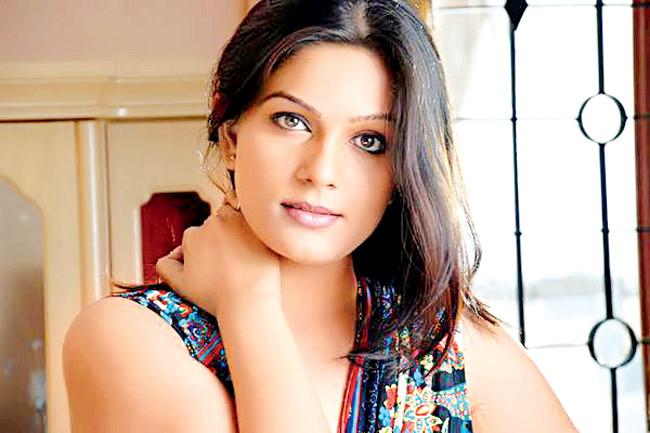 actress-anjali-dwivedi
