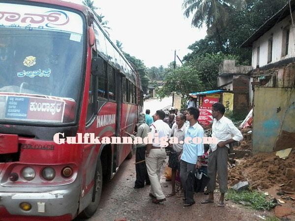 bus_tafic_women_1