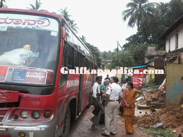 bus_tafic_women_2