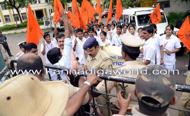 Abvp_Protest_Police_8