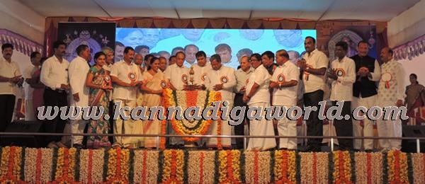 C.M. Siddaramayya_ inaugurates_ Gurupeeta (13)