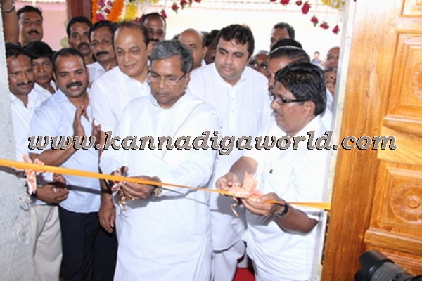 C.M. Siddaramayya_ inaugurates_ Gurupeeta (34)