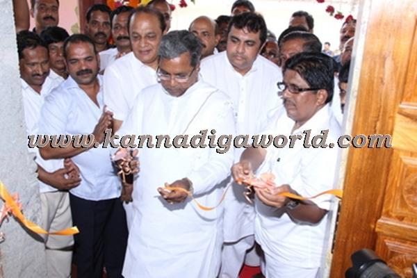 C.M. Siddaramayya_ inaugurates_ Gurupeeta (35)
