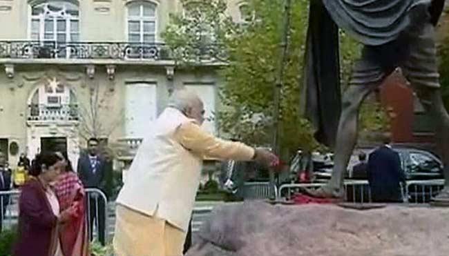 Modi_Gandhi_memorial_tribute
