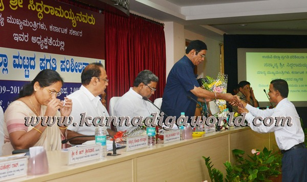 Siddaramayya_visit KDP meeting_udupi (14)