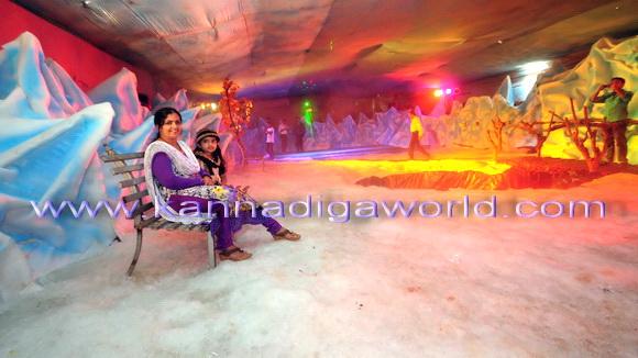 consumefare_snow_world_1