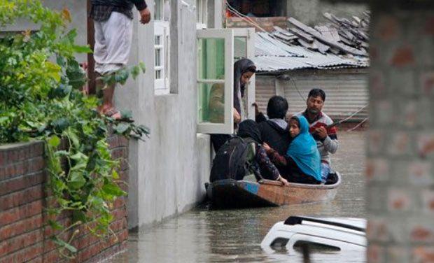 kashmir-flooding-underwater