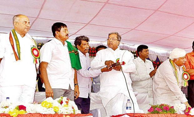 CM_Siddaramaiah_inaugurates_developmental_works_KPN_Photo