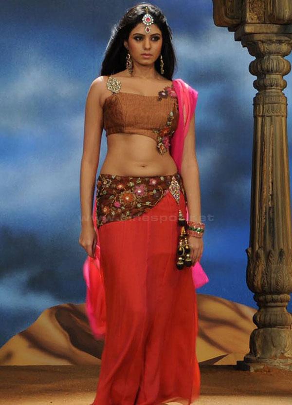 kannada actress Deepa Sannidhi in thought | KANNADIGA WORLD