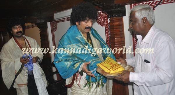 Gurukiran_visit_Kolluru Temple (1)