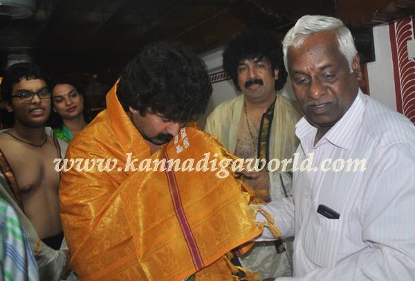 Gurukiran_visit_Kolluru Temple (3)