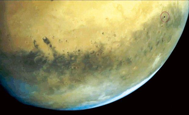Mars_phobos_sattelite_ISRO_Photo_0