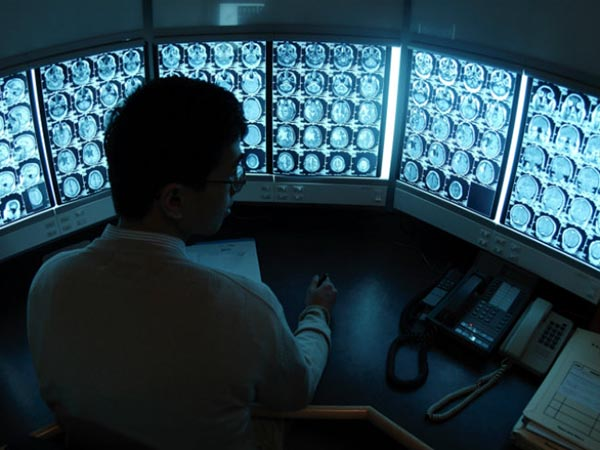Radiologist_monitors_Thinkstock_650