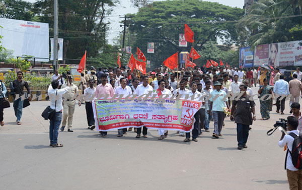 bhat_141014_protest1a