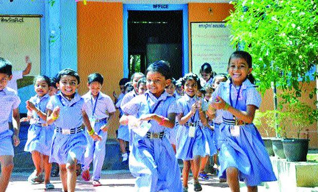 happy school children_2