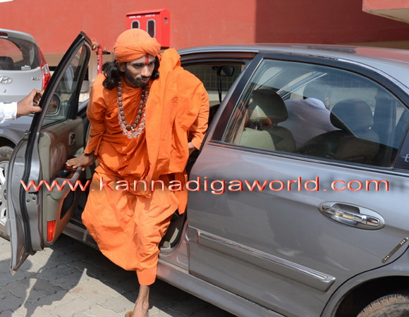 swamiji_court_photo_1