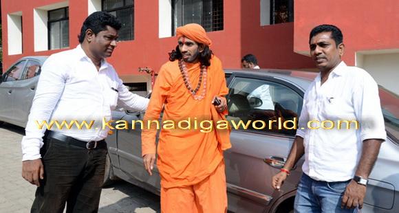swamiji_court_photo_2