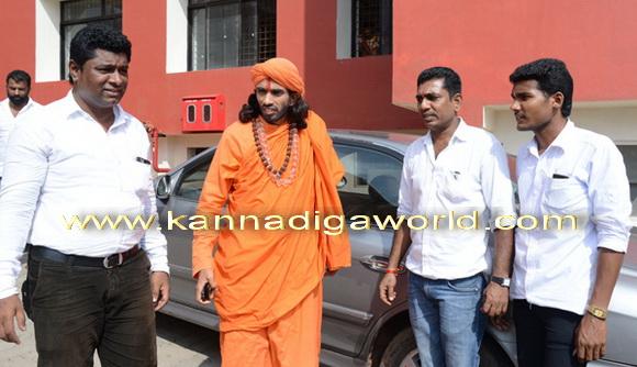 swamiji_court_photo_3
