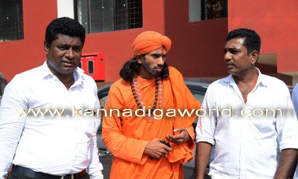 swamiji_court_photo_4