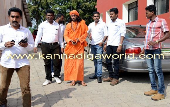 swamiji_court_photo_5