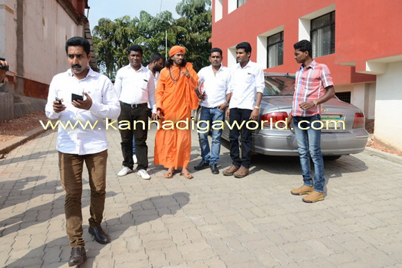 swamiji_court_photo_6