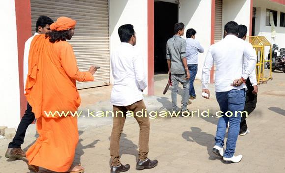 swamiji_court_photo_7