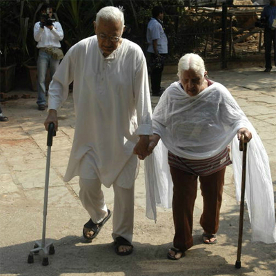 284532-old-couple