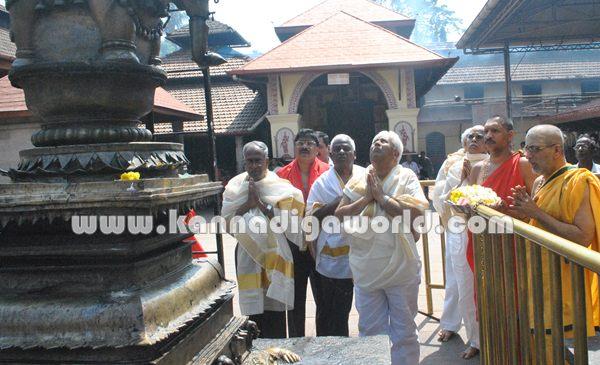 H.k Patil_Visit_Koluru Temple (1)
